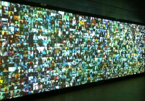 https://upload.wikimedia.org/wikipedia/commons/7/74/Big_Bang_Data_exhibit_at_CCCB_17.JPG